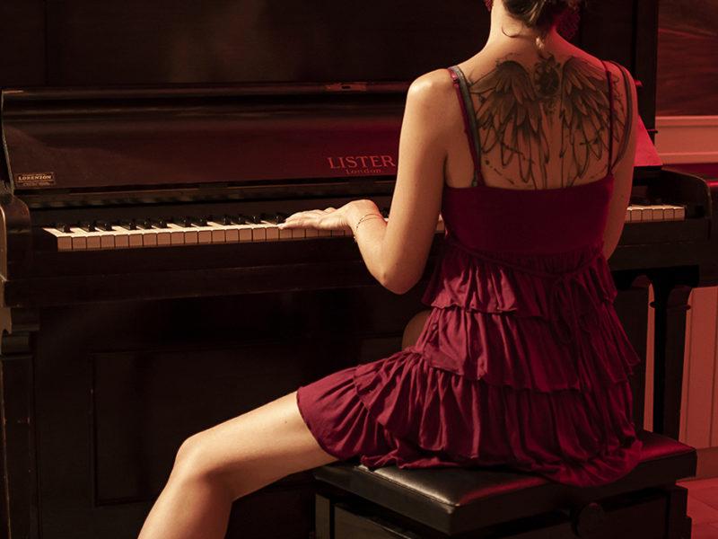 Ragazza al Piano 03
